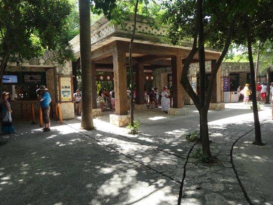 Foto de parque xcaret playa del carmen entrada del for Parque japones precio de entrada