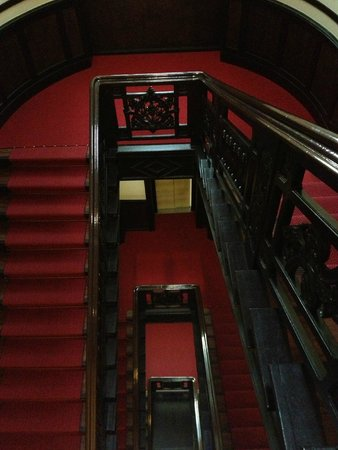 Augusta Hotel: лестничный холл