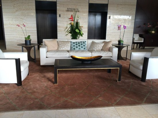 Trump International Hotel Waikiki: Sitting area in the lobby