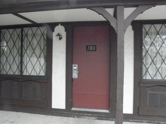 Knights Inn Michigan City: Entrance to room