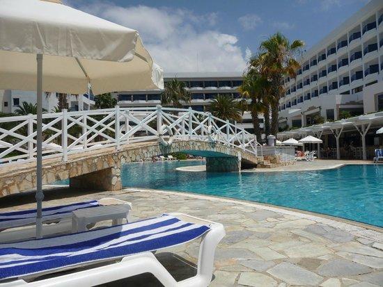 Ascos Coral Beach Hotel: Pool area