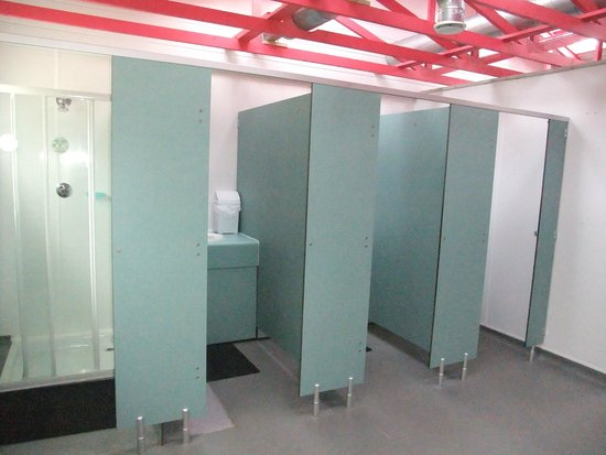 Hele Valley Holiday Park: toilet/shower block ladies