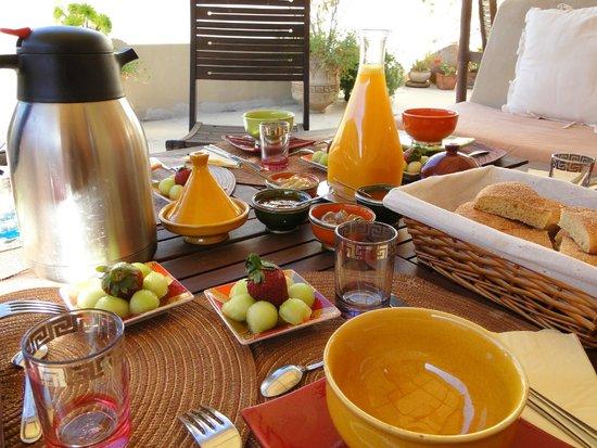 Dar Victoria : Petit déjeuner sur la terrasse