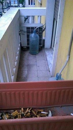 Athena Hotel: deludente balcone sporco