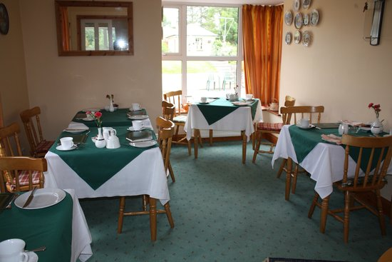 Ashfield Bed & Breakfast : Bright, sunny breakfast area.