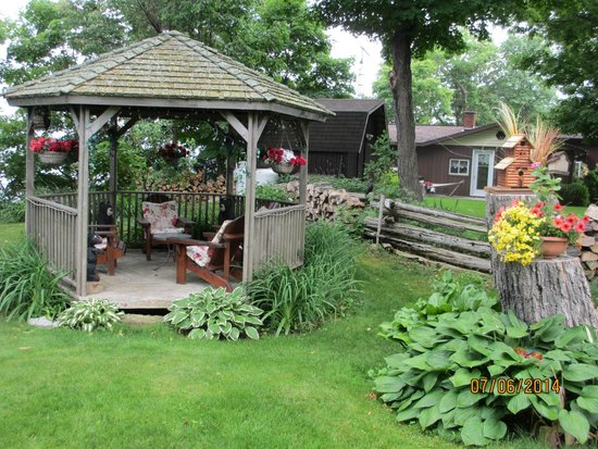 Rockville Inn B&B: gazebo - great place to sit and relax with a glass of wine