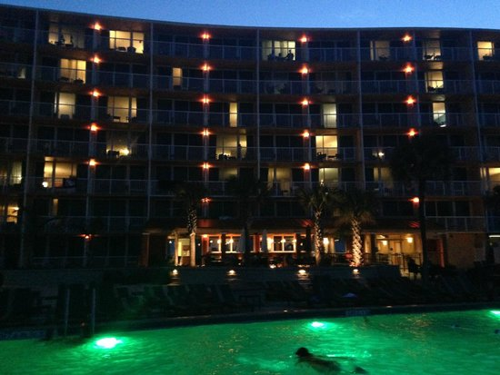 Holiday Inn Resort Daytona Beach Oceanfront: gorgeous view of hotel from pool