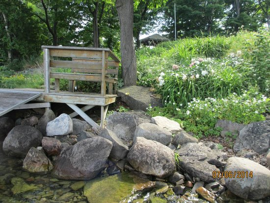 Rockville Inn B&B: you can sit on the bench and just look at the water or sunset or sunrise