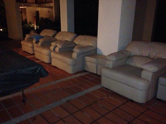 Palm Garden Beach Resort & Spa: Gross check out the floor