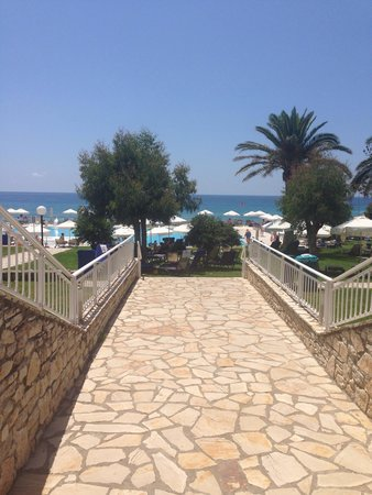 lti Louis Grand Hotel: Walking towards the pool and beach
