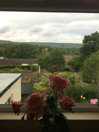 Wensleydale Farmhouse Bed & Breakfast: Rear view from the Dining room
