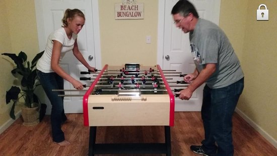 Bella Beach: Foosball match in the Bungalow at Catalina Cottage