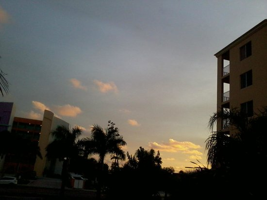 The Bayside Inn & Marina : Sunset from 2nd Fl Rm 213