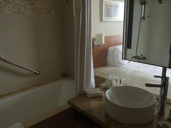 Holiday Inn Shanghai Pudong Kangqiao: I do not like see through bathroom design.