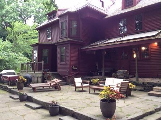 Lathrop Manor Bed & Breakfast
