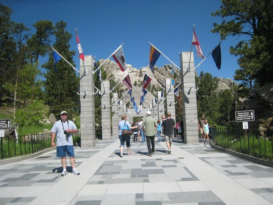 Mount Rushmore National Memorial : Walk of flags