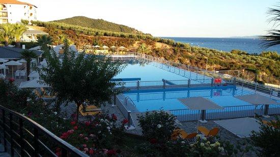 Akrathos Beach Hotel: Nice pool area