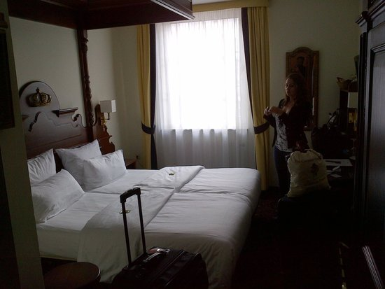 KING's HOTEL Center: bed