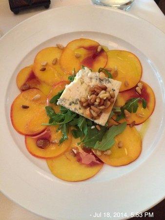Ombra Cucina Rustica: Peach and Gorgonzola salad.