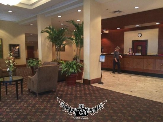 Doubletree Hotel Tallahassee: Awful Lobby