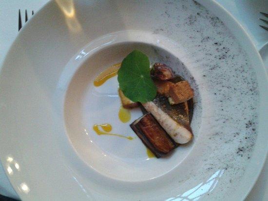 Le Restaurant : Le plat de poisson: Saint pierre de petit bateau aubergine et tofu