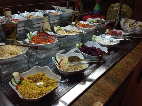 Universal Hotel Perla: 2 foto cena - ensaladas