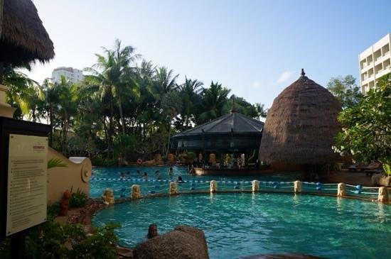 Movenpick Resort & Spa Karon Beach Phuket: pool
