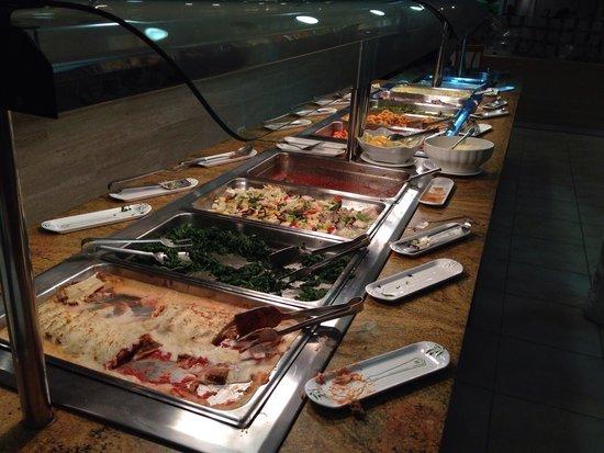 Universal Hotel Perla: 4 foto cena- canelones, espinacas, zanahorias, carne, pescado, patatas.....)
