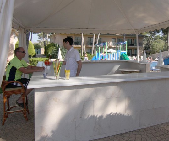 Vell Mari Hotel & Resort: Pool Bar