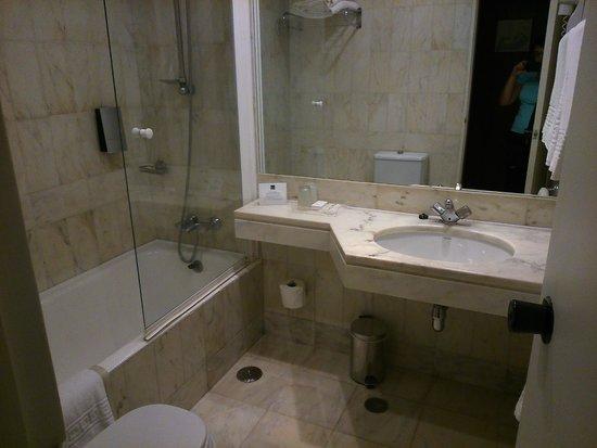 Hotel Dom Carlos Park : Salle de Bain