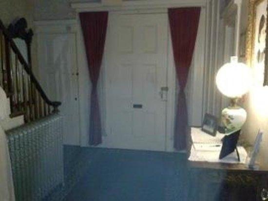 Lizzie Borden Bed and Breakfast: Orb by front door?