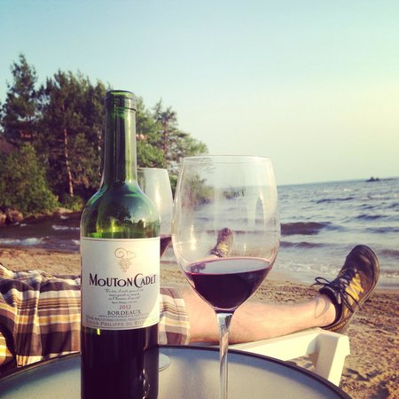 Adani Beach Retreat Bed & Breakfast : Wine on the beach :)