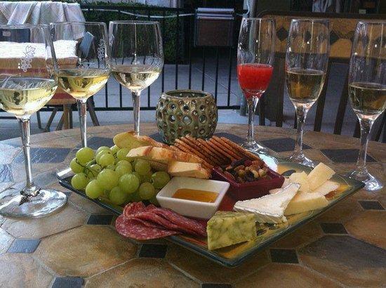 Tessora's Barra di Vino: Patio Seating