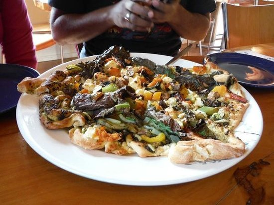 Nikau Cave : Yummy pizza's from the cafe