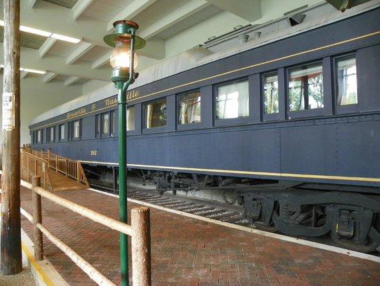 Adirondack Museum: Must see inside train!