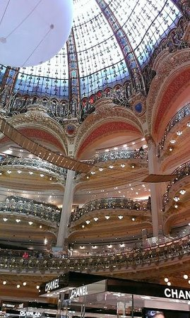 Galeries Lafayette: Central Gallery view