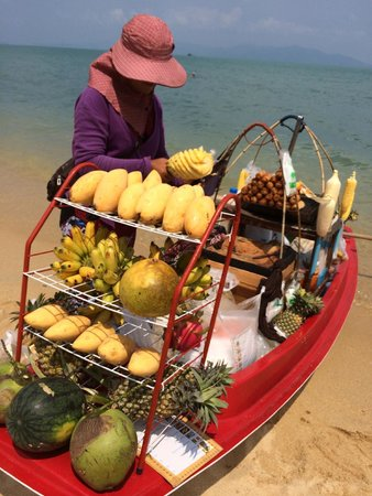 Bo Phut Resort & Spa: Fruit on the hotel beach