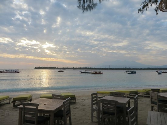 Samba Villas: View from the beach restaurant