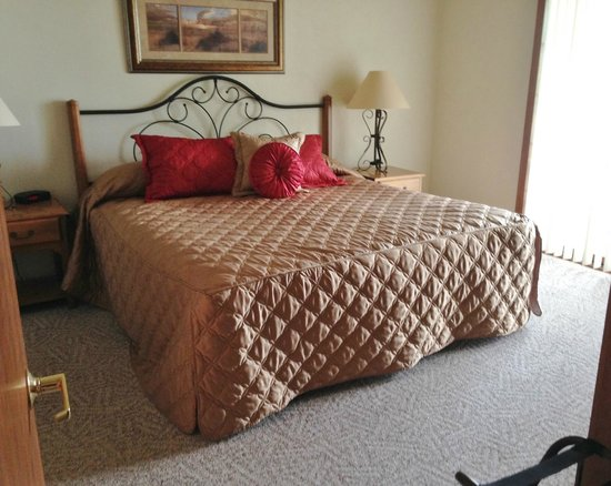 Bridgeport Resort: Comfy bed