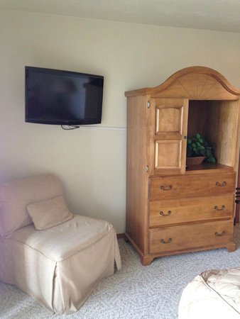 Bridgeport Resort: Flat screen tv and lovely furniture