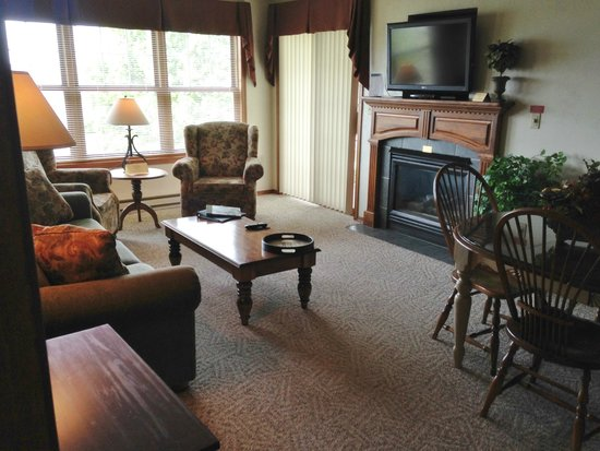 Bridgeport Resort: Spacious den