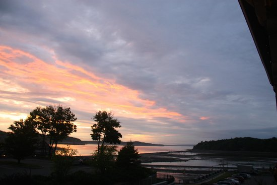 Harborside Hotel & Marina: Sunset over Bar Harbor's sandbar from my balcony
