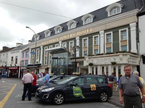Killarney Towers Hotel & Leisure Centre: Front of Hotel