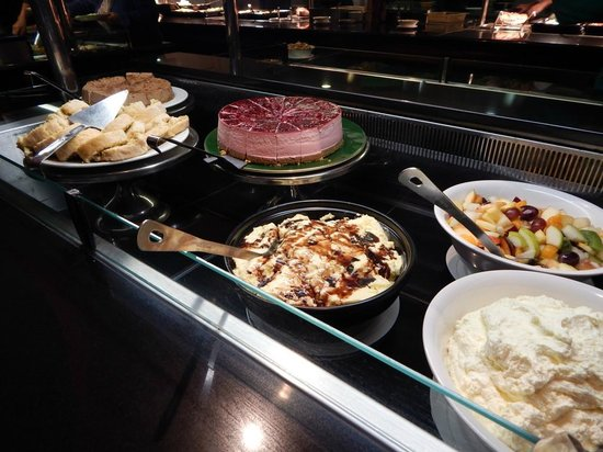 Killarney Towers Hotel & Leisure Centre: Desserts at Buffet