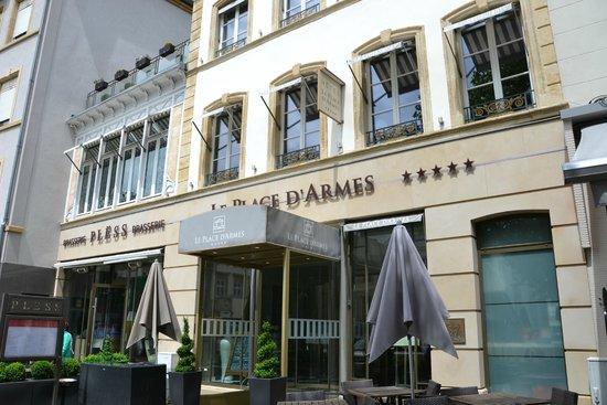 Devanture De L H 244 Tel Photo De Le Place D Armes Hotel