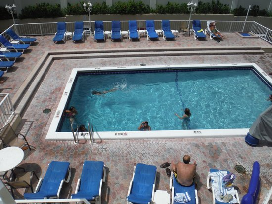 Fort Lauderdale Beach Resort: The pool