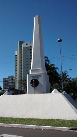 Obelisco: Pela manhã.
