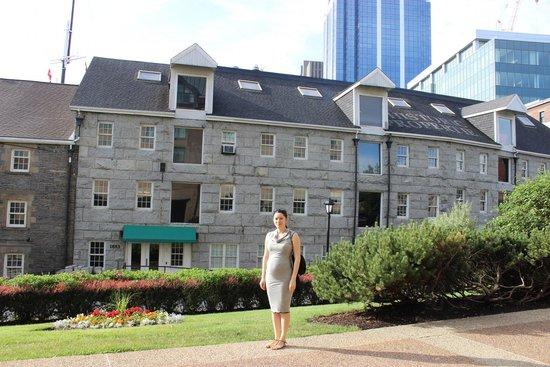Halifax Marriott Harbourfront Hotel : боковой вход в отель