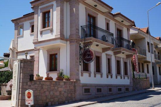 Namık Kemal, Türkiye: The Tas Bahce hotel.