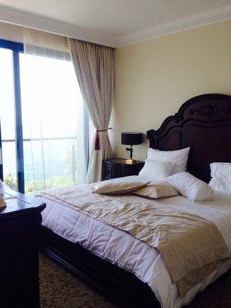 Neptun Hotel: キングベッド